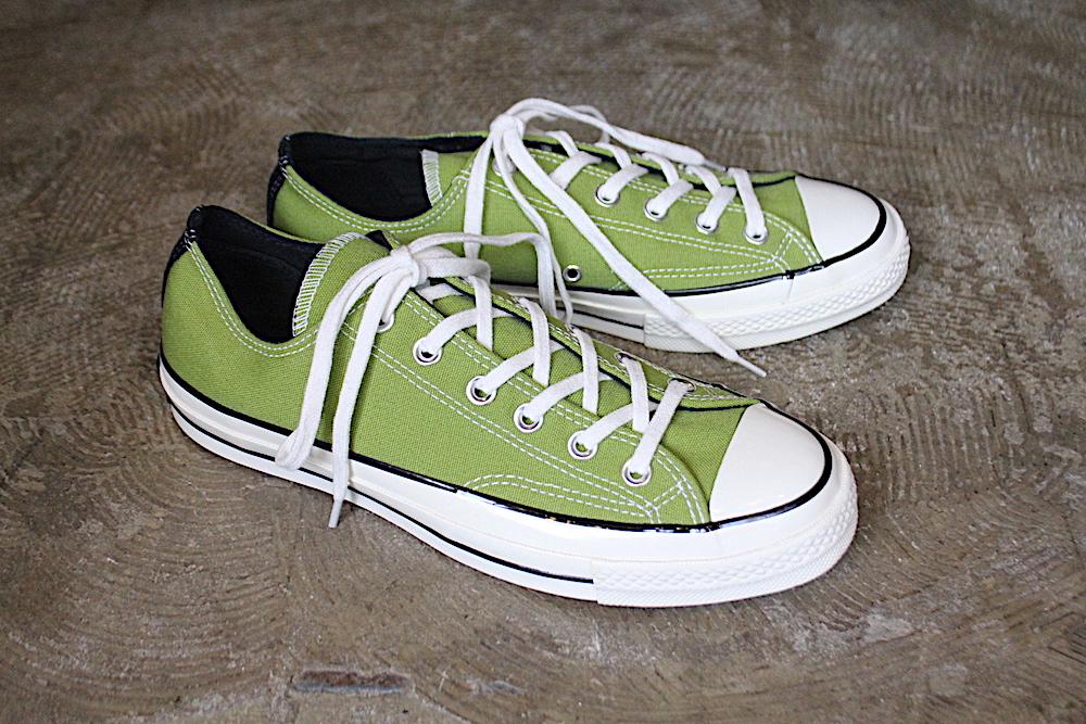 a8cd3442895e 海外で店舗限定で展開されておりますConverse Chuck Taylor All Star Lo 1970。 こちらのSPINACH GREENは、シーズン限定カラーとなります。チノパンツやデニムパンツに  ...